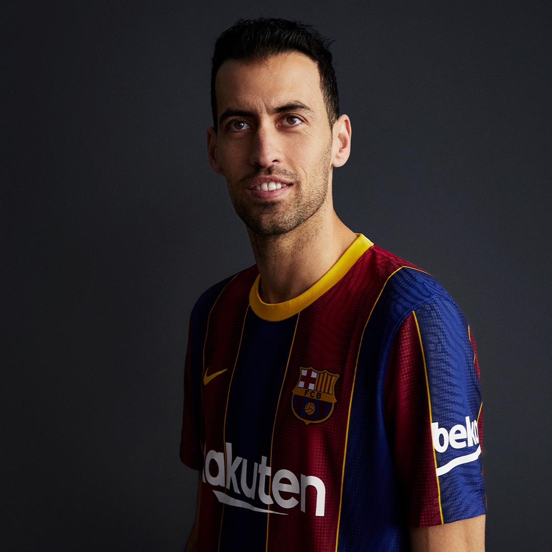 Billeder: Spillerne ifører sig den nye trøje